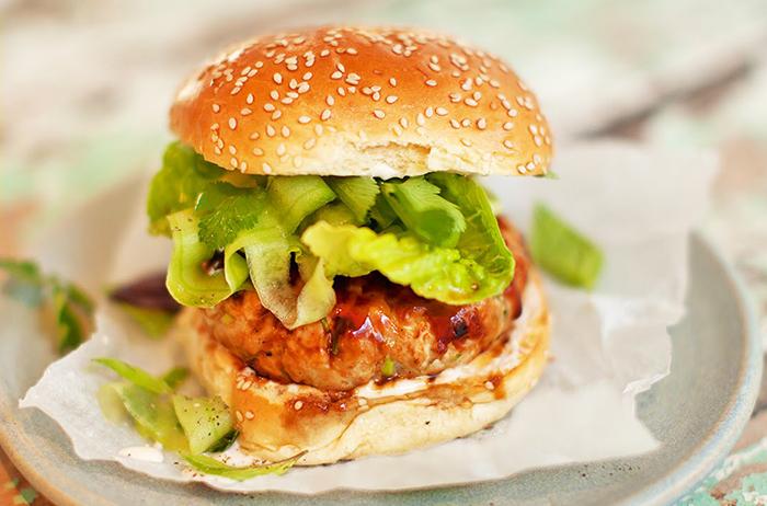 Bánh mì burger cá ngừ, nhahangphap.com