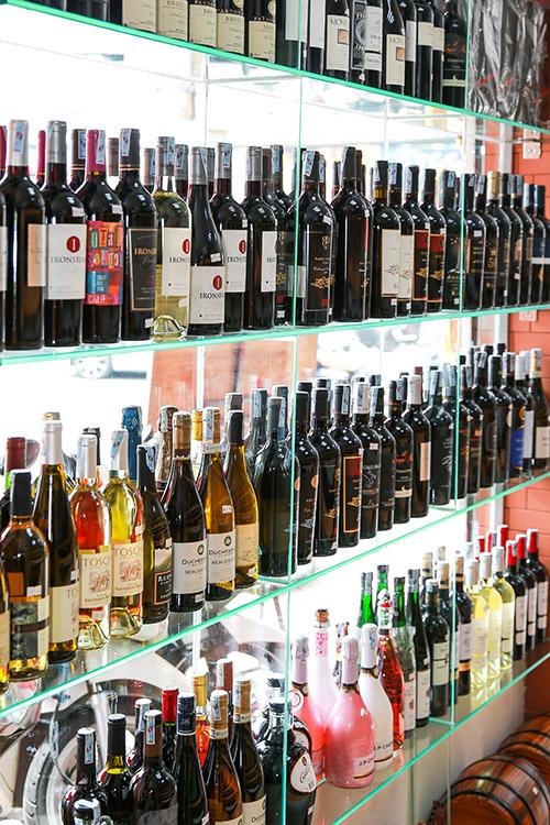 Rượu tại cửa hàng 2, nhahangphap.com